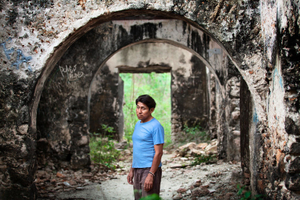Gerardo walking in the ruins of abandoned house. © Meeri Koutaniemi