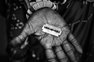 Mother of Isina is showing the tool which will be used for the circumcision. © Meeri Koutaniemi