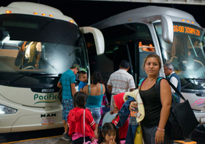 Esther, with her daughter, waits for her husband. Bus station. Zihuatanejo.