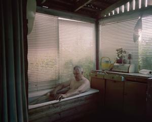 Jussi in a bathtub © Aapo Huhta