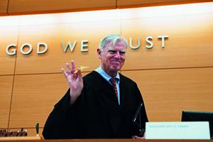 "Judge + US motto: ""In God we trust"""