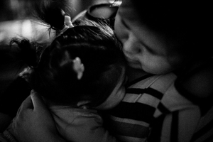 Stefi hugs Mia. © Sarah Pabst