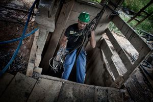 A garimpero, a gold digger, is descending a 400 meters deep pit with a bomb detonator in 'Ilha da Resaca', a garimperos colony in the Big Bend of the Xingu. His work will finish as soon as foreign enterprises will start operating in the area, also thanks to the development brought by the Belo Monte dam. © Dario Bosio/Parallelozero
