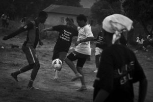 Erison Turây plays in a practice match with female members of the EbolaSurvivors Football Club in the city of Kenema, Sierra Leone, 21 April 2015.