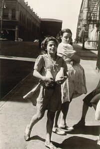 New York, circa 1945, © Helen Levitt. Courtesy Laurence Miller Gallery and/or powerHouse Books.