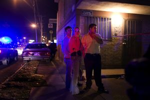 Bystanders wait near a crime scene. Earlier that night, a security guard at a doctor's office was shot twice in downtown Ciudad Juarez. © David Rochkind