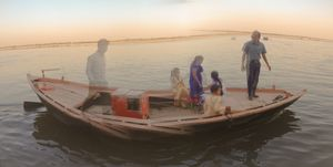 Panorama with the ripples of the Ganges river as the reference.