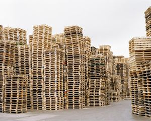 Pallets, from the series Cycles © Simon Carruthers