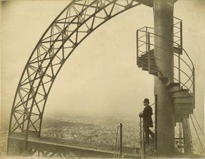 La Tour Eiffel. Détail du Campanile, Exposition Universelle de Paris, 1889 © Neurdein Frères, Hans P. Kraus JR. Inc.
