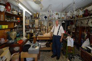 Venetian Craftsmanship - Lino, retired Murano glass blower