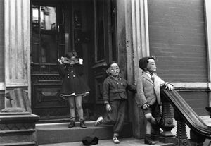 New York, circa 1940, © Helen Levitt. Courtesy Laurence Miller Gallery and/or powerHouse Books.