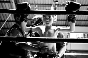 Boy in a boxing ring during the break. © Sandra Hoyn