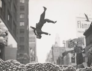 New York, 1955 © Garry Winogrand. Courtesy of Fraenkel Gallery.