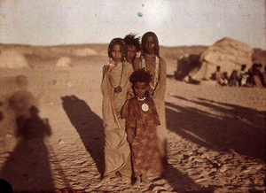 Helen Messenger Murdoch (1862-1956). Children of Bishareen, Assouan, Egypte, 1914 © Royal Photographic Society / National Media Museum Science & Society Picture library