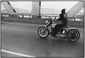 Danny Lyon, Crossing the Ohio, Louisville, from The Bikeriders, 1966 © Etherton Gallery, Danny Lyon, Paris Photo LA