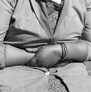 Child minder, Joubert Park, Johannesburg, 1975 © David Goldblatt, courtesy of Huis Marseille
