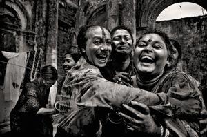 A joint family celebrating holi. Shakhari Bazaar, 2006. © Munem Wasif