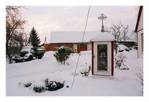 A decorative chapel by a local self-taught artist Jonas Armonas in the yard of the Trakselis family © Mindaugus Kavaliauskas