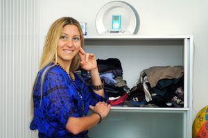 Alessandra_by her closet