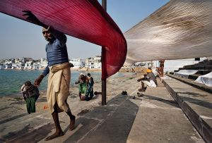 Pushkar, India: Following a ritual bath the satisfied pilgrims dry their freshly washed saris on the ghats of the sacred lake. © Matjaz Krivic