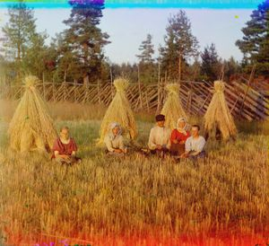 "At Harvest Time, Russia, 1909 © Sergei Mikhailovich Prokudin-Gorskii, from the book ""Nostalgia"". Images courtesy US Library of Congress and Gestalten publishers, Berlin."