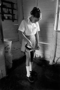 Arisleidy ironing falda © Susan S. Bank