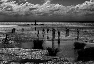 Soccer in the mud in Macapá, on the edge of some Amazonia river islands. © Ana Carolina Fernandes