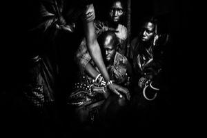 Nasirian is crying during the starting of the circumcision. © Meeri Koutaniemi