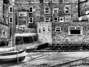 windows and hull 1