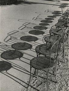 Chairs of Paris, Champs-Élysées, 1931 © André Kertész, Stepher Daiter