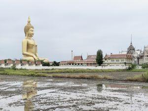 Grand Bouddha Sakayamunee. Ang Thong, Thailande, 92 m (301 ft). Built in 2008 © Fabrice Fouillet