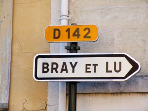 Bray et Lu, Val-d'Oise, 2004. Courtesy of Thomas Hains.