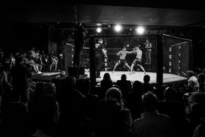 The Italian mixed martial athlete Giorgio Pietrini fights against the Spanish Eulogio Fernandez. In Italy, MMA matches last for 5 rounds and they take place in a caged MMA ring of around 50 m2. Every MMA round lasts maximum five minutes, followed by a one-minute rest period.
