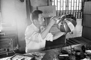 Mr Lantern, aged 72, Kazimen, Nanjing, Jiangsu Province © Kate Shortt