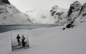 Cousins Klara and Alf go skiing. © Hebe Robinson