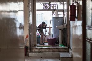 22/01/15 -- Sulaimaniyah, Iraq -- A young displaced girl cleans the toilet at Babusi Hotel, As Haba Spi, downtown Sulaimaniyah.