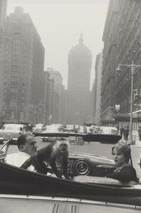 Park Avenue, New York,1959 © Garry Winogrand. Courtesy of Fraenkel Gallery.