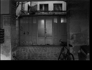 Courtyard, rue de la Vrilliere, September 27, 1997, © Christopher Rauschenberg.