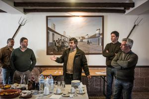 Luis Orvalho giving a speech with safety rules before the hunt. © Antonio Pedrosa