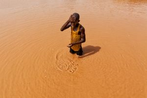 Abdul (14) is one of hundreds of children working at the Djuga mines. In the rainy season there is water to wash off the dust after a long day. In the dry season, the water is gone. © Matjaz Krivic