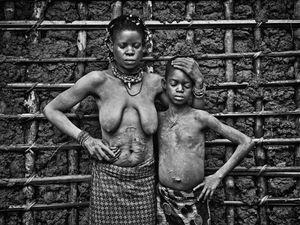 © Patrick Willocq - Walé Monkoto and body guard Balanga