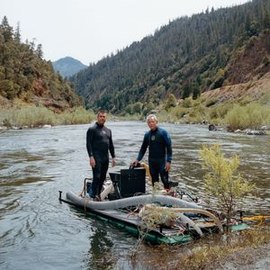 Dave and Rich with their underwater suction gravel transfer system at Independence, Klamath National Forest, California, 2013. © Sarina Finkelstein