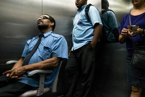 Paulo Roberto, liftman / Av. Santa Luzia 799