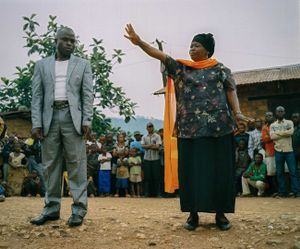 Lulingu's government Administrator, Henriette Useni Kabake, and King Asani Keka Mbezi address a crowd of angry villagers in order to mediate a volatile dispute between villagers, Raia Mutomboki soldiers and the international nonprofit People In Need. © Diana Zeyneb Alhindawi