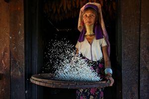 Daily life of a Kayan woman