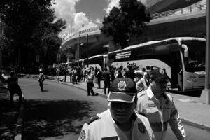 Llegada de los padres de los 43 desaparecidos de la Escuela Normal Rural de Ayotzinapa.