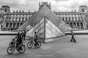 Daily Louvre life