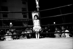 Girl, 6 years, in a boxing ring. © Sandra Hoyn
