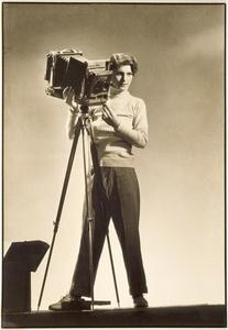 Margaret Bourke-White (1904-1971). Self-portrait with camera. © Digital Image Museum Associates/LACMA/Art Resource NY/Scala, Florence