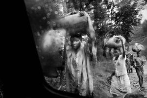 Refugees flee south after a rebel attack on Bule and Fataki, northeastern Congo. 2003.